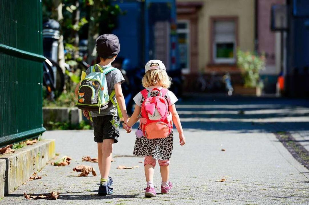 Auf in den Kindergarten: Kinder (und E...t. Neue Regeln sollen das ermöglichen.  | Foto: Ingo Schneider