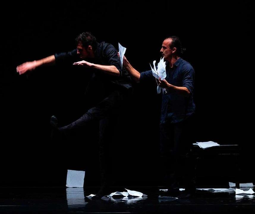 "Szene aus der Performance ""Into The White"" mit Marcos Marco  | Foto: Festival"
