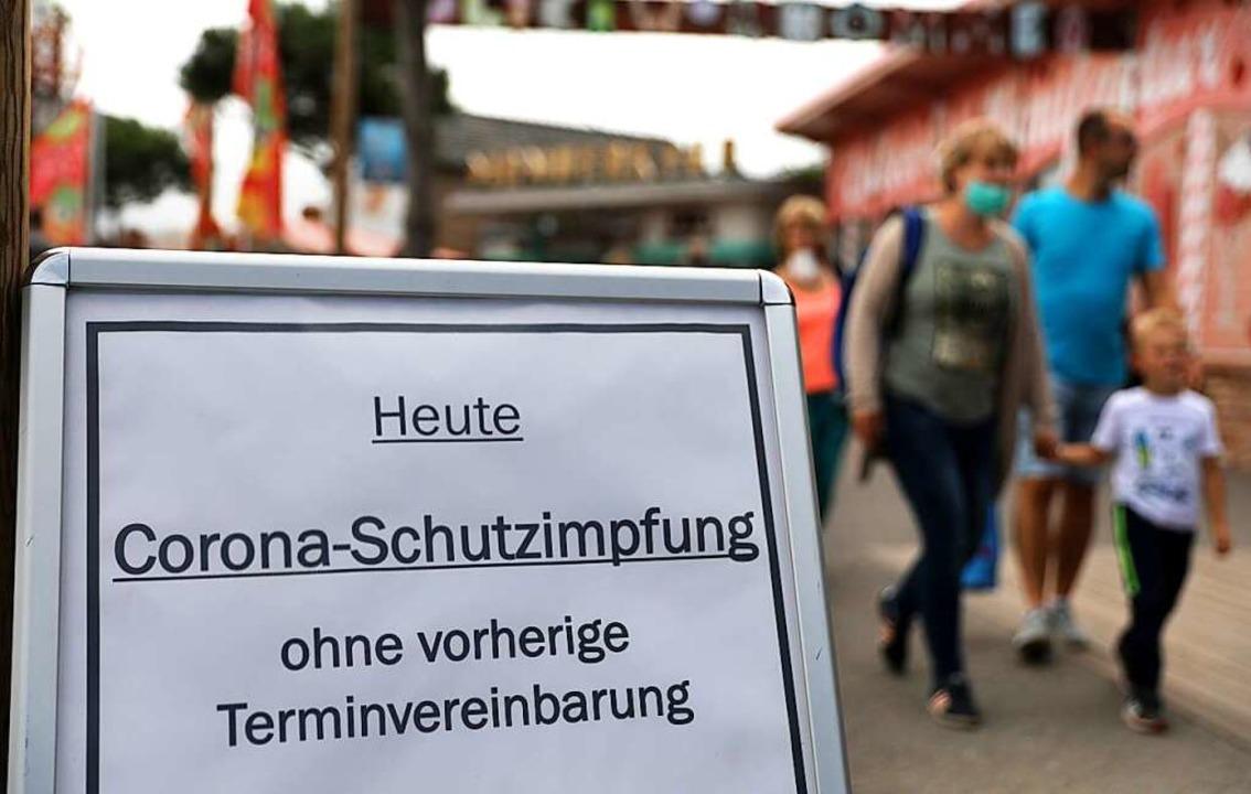Viele Menschen nehmen die Impfangebote nicht an.  | Foto: Bernd Wüstneck (dpa)