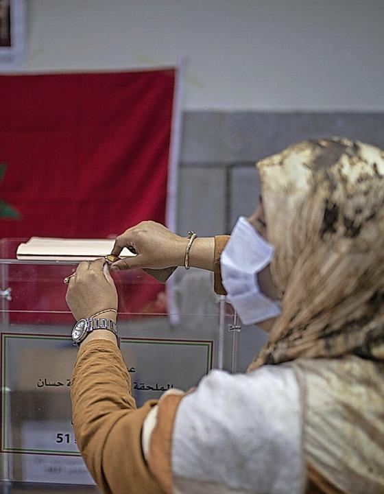 Marokkanerin bei der Stimmabgabe  | Foto: Mosa'ab Elshamy (dpa)