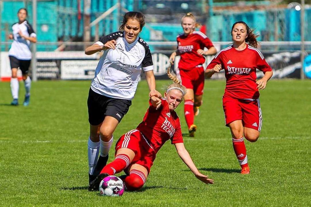 Im Vorwärtsgang: Maya Gottschling vom ...chenende gegen den TSV Tettnang (1:2).  | Foto: Daniel Hengst