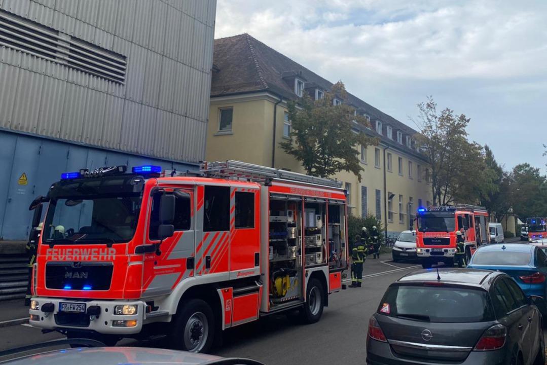 Löschfahrzeuge vor der Wäscherei des Universitätsklinikums Freiburg    Foto: Universitätsklinikum Freiburg