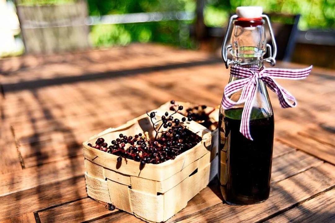Nicht nur lecker als Saft: Holunderbalsamico in der Flasche  | Foto: Philippe Thines