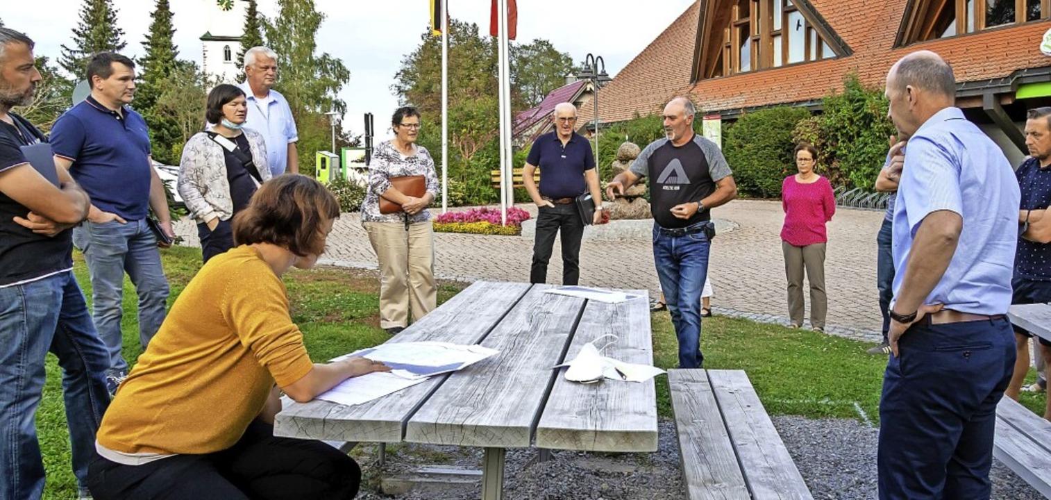 Bauhofleiter Michael Lüber stellte den...gen Studenten umgesetzt werden sollen.  | Foto: Wilfried Dieckmann