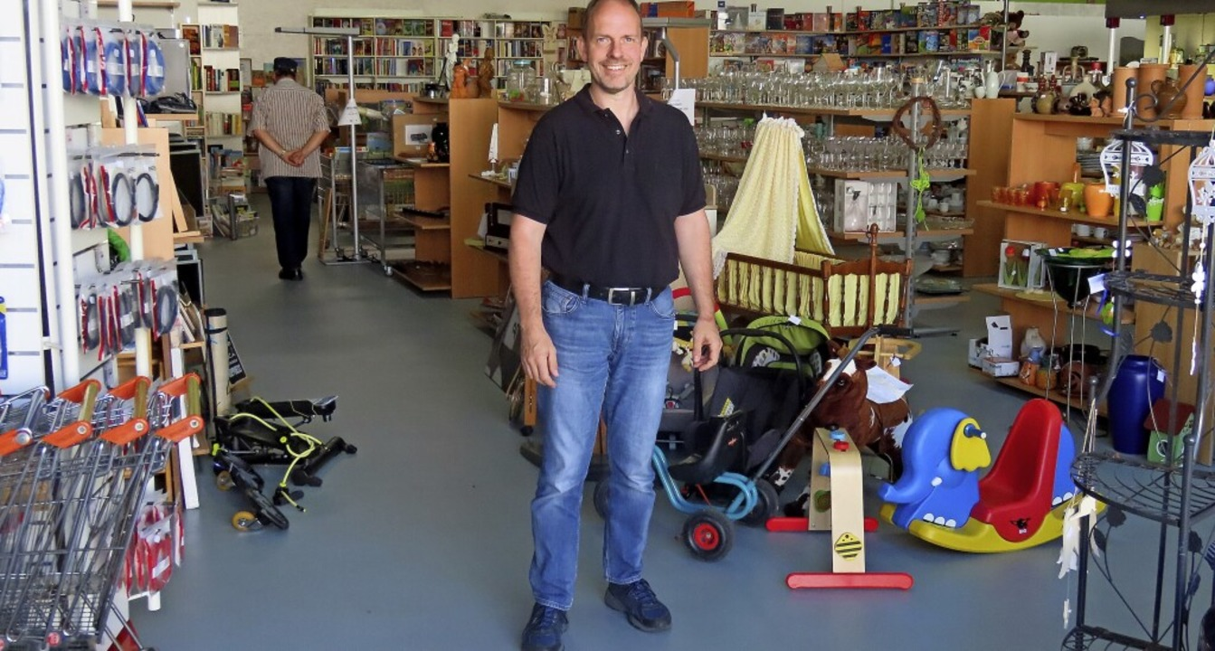 Jürgen Albiez ist Leiter des AWO-Kaufhauses in Wallbach.   | Foto: Gerd Leutenecker