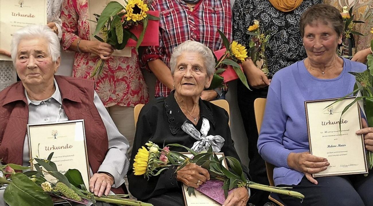 Elisabeth Winterhalder und  Josefine W...elene Maier gehört ihnen  55 Jahre an.  | Foto: Verein