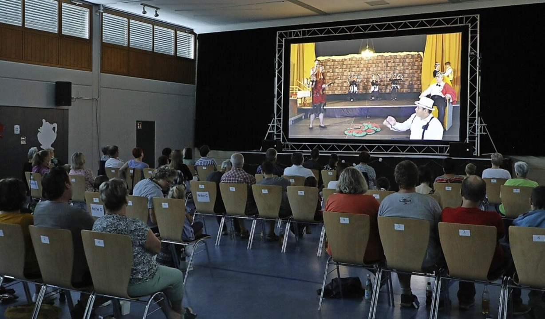 Gespannt verfolgte das Premierenpublikum in der Unditzhalle den Musicalfilm.   | Foto: Christoph Breithaupt