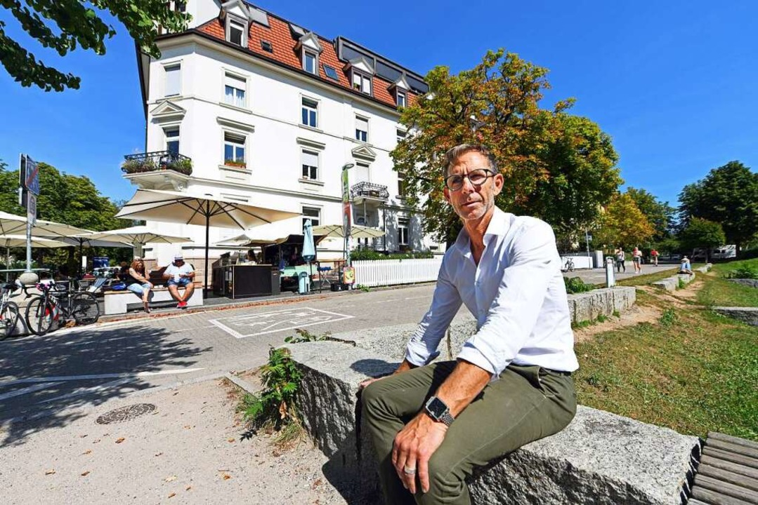 Ralf Augustin ist der Vermieter des Ge...feekiste (im Hintergrund) geparkt hat.  | Foto: Michael Bamberger