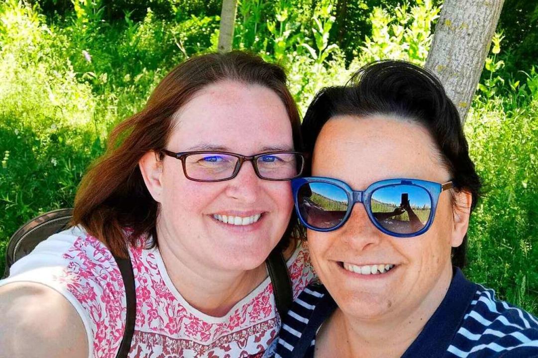 Claudia Kleiner und Claudia Kos heute. Beide leben noch in Lahr.      Foto: privat
