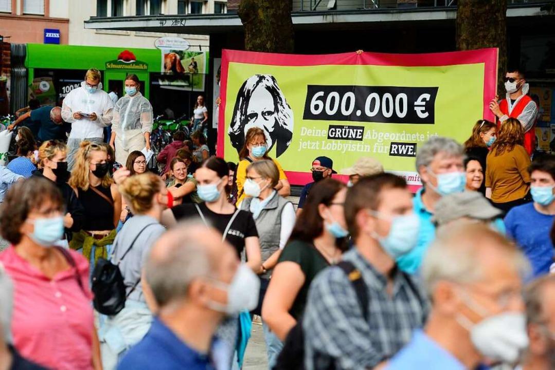 Das Banner des Sozialistischen Deutsch...ndestagsabgeordneten Kerstin Andreae.   | Foto: Ingo Schneider