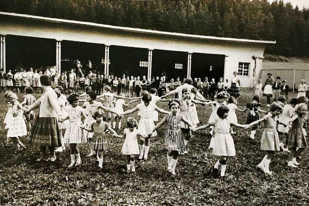 Fröhlich tanzende Blumenkinder: Der Sc...  körperlich und seelisch misshandelt.    Foto: --