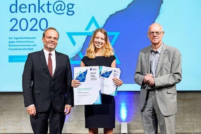 Sarah Kohlhase gewinnt den ersten Preis für eine Dokumentation über den Heinrich-Rosenberg-Platz in Freiburg