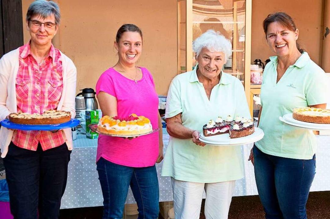 Die Landfrauen aus Kappel verkauften selbstgebackene Kuchen und Torten.  | Foto: Wolfgang Scheu