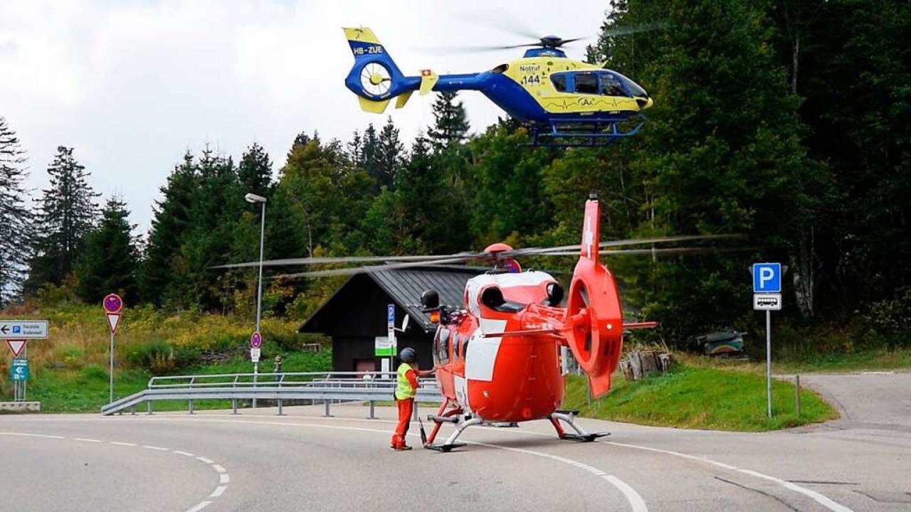 Zwei Rettungshubschrauber waren am Fel... im Einsatz nach einem Verkehrsunfall.  | Foto: kamera24