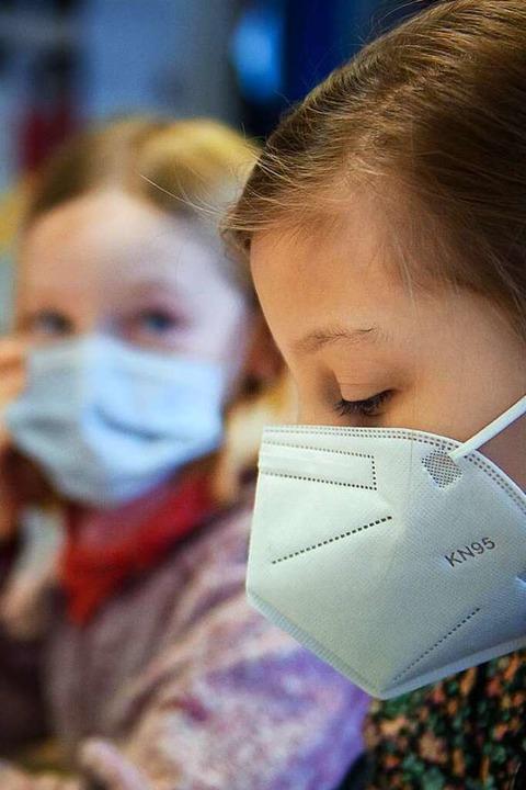 In der Schule gilt  Maskenpflicht – für Schulkinder und Lehrkräfte  | Foto: Gregor Fischer
