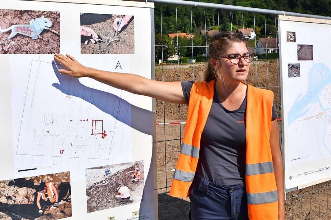Ausgrabungsleiterin Carina Danner berichtet von den Ausgrabungsarbeiten.    Foto: Horatio Gollin