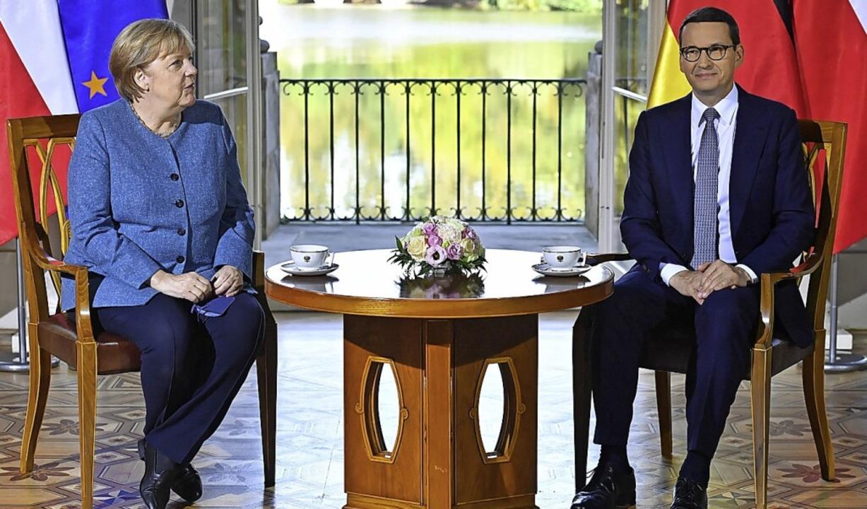 Kanzlerin Angela Merkel und Polens Premier Mateusz Morawiecki  | Foto: Piotr Nowak (dpa)