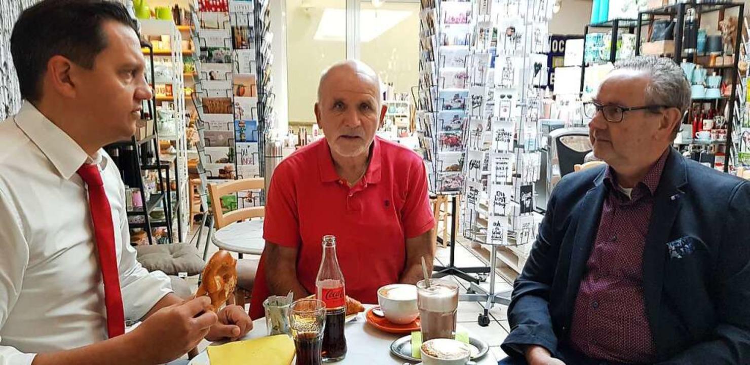 Frühstück mit Johannes Fechner (links)...lizeigewerkschafter Roland Nußbaumer.     Foto: Gerhard Walser