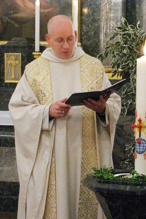 Pfarrer Christian Edringer am ehemalig...ltkatholischen Kirche in Bad Säckingen    Foto: Michael Gottstein