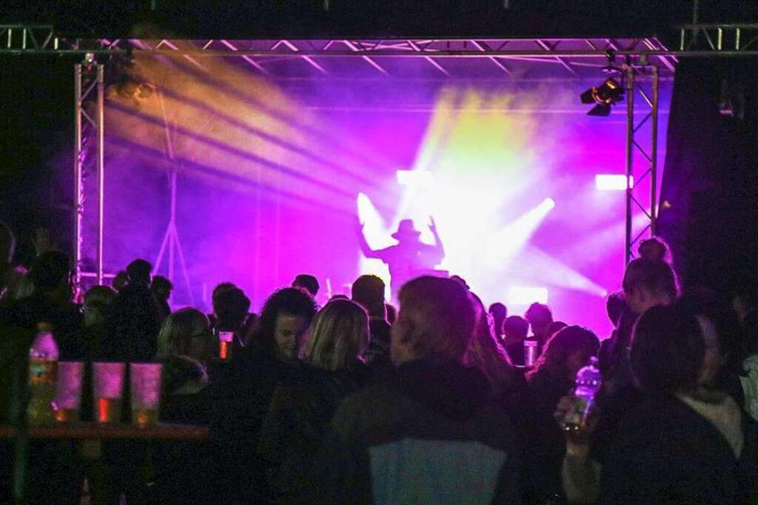 Die hellerleuchtete Bühne    Foto: Sandra Decoux-Kone