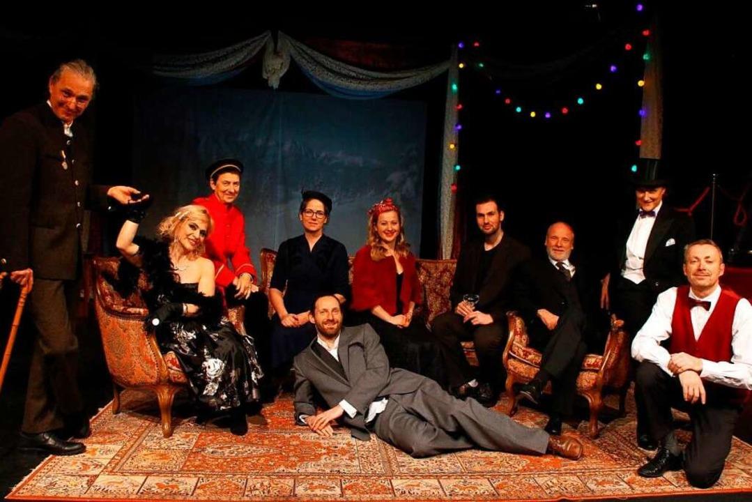 Das Ensemble des Theaters Waldkirch fr...f den wieder beginnenden Spielbetrieb.    Foto: Christophe Schwarze