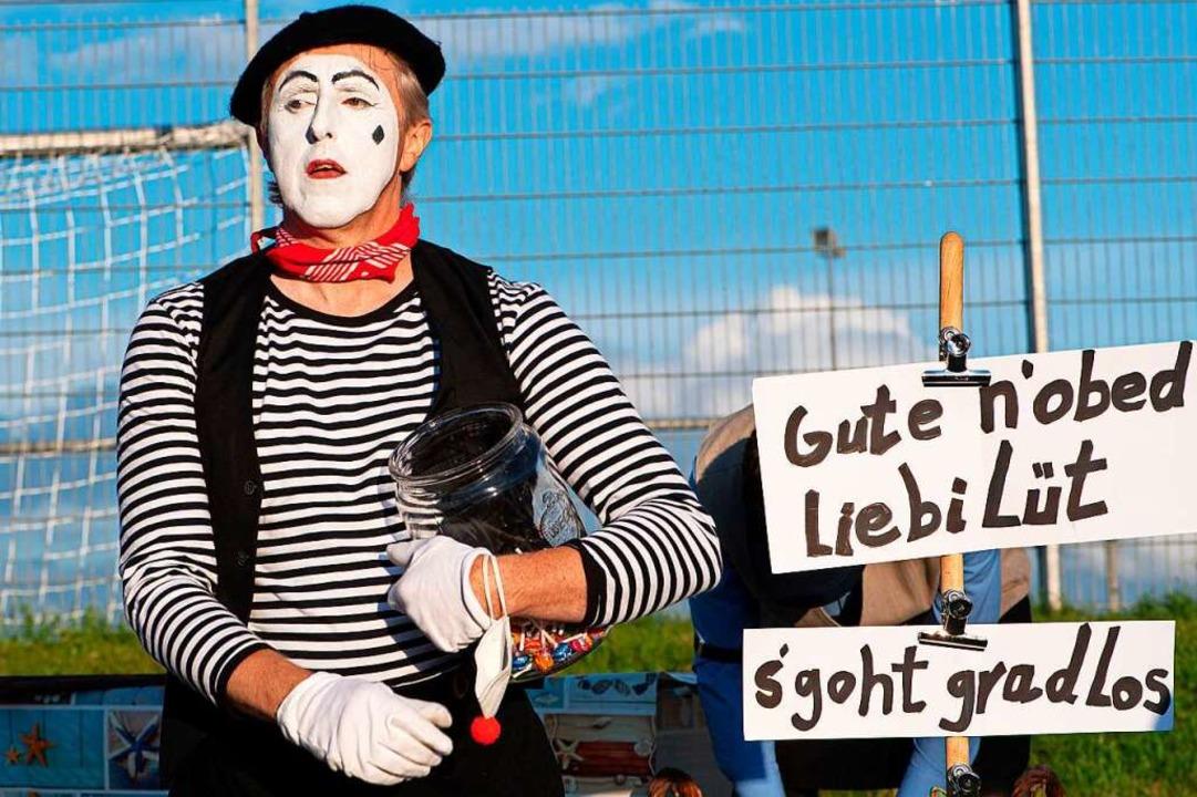 Ansage ohne Worte:  Pantomime Paul Müller kann das.  | Foto: Wolfgang Scheu