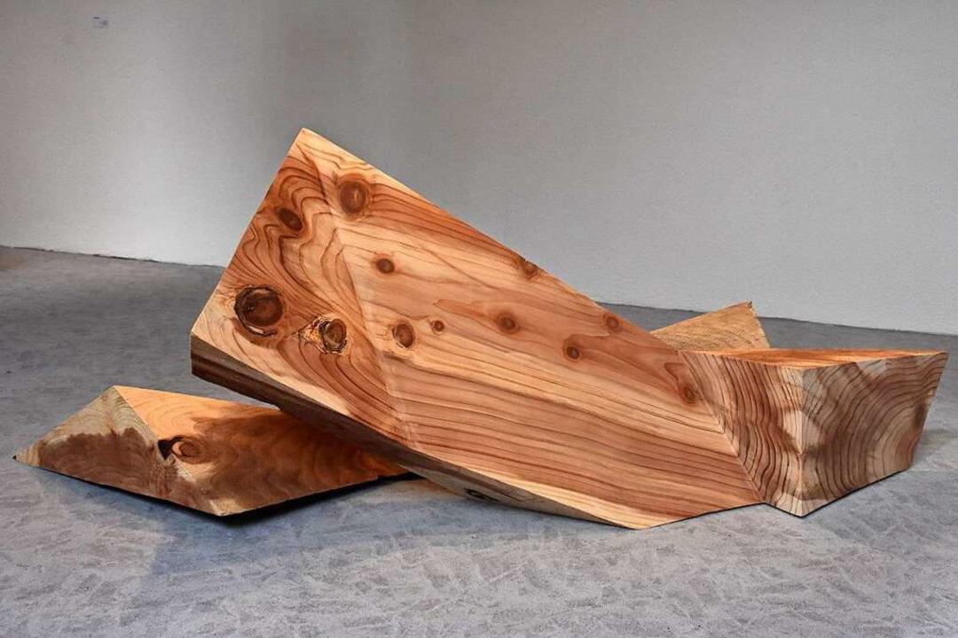 Bis zu 1,60 Meter groß sind die Holzskulpturen von Linda Stuber.    Foto: Thomas Biniossek