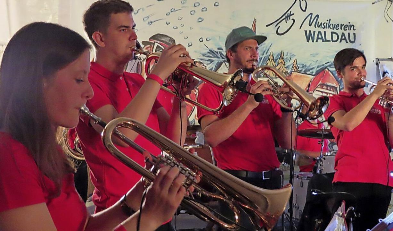 Blasmusik klassisch und modern bot das Musikvereinsfest.    | Foto: Gaby Beha