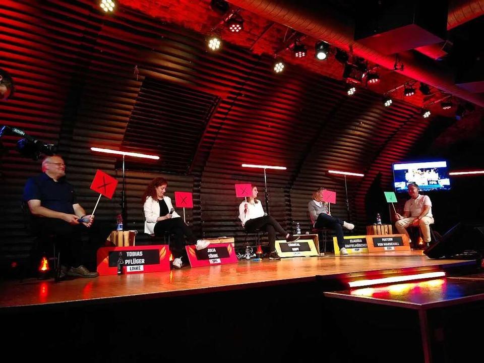 Tobias Pflüger (Linke), Julia Söhne (S...Marschall (CDU) auf der Jazzhaus-Bühne  | Foto: Anna Castro Kösel