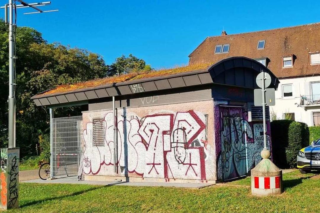 In diesem unscheinbaren Häuschen geht ...achtungsstation der Freiburger Tunnel.  | Foto: Uwe Mauch