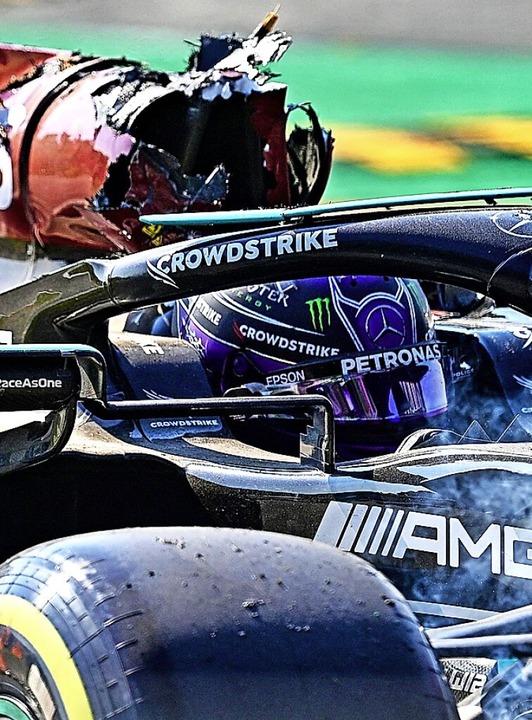Lewis Hamilton blieb  nach dem Crash noch lange im Auto sitzen.    Foto: ANDREJ ISAKOVIC (AFP)