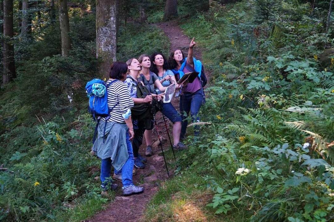 Stefanie Gohlke (Zweite von rechts) und ihre Freundinnen beim Rätseln.  | Foto: Savanna Cosma