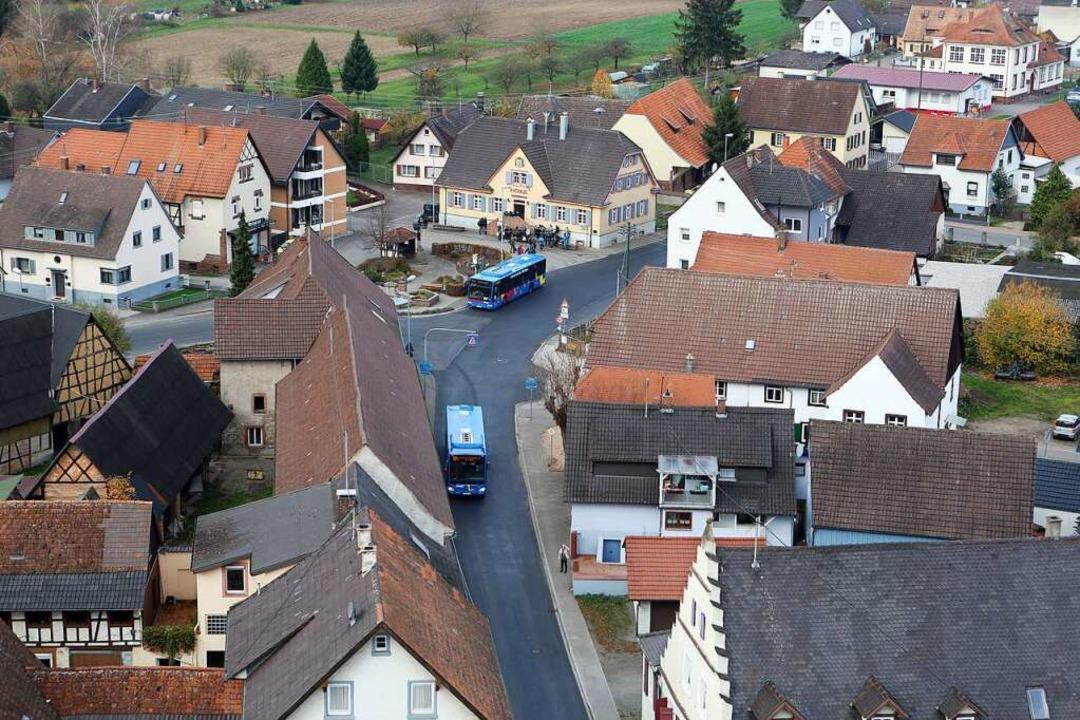 Der Blick auf den Dorfplatz mit Rathau...fnahme von Schuttern aus dem Jahr 2015  | Foto: Christoph Breithaupt