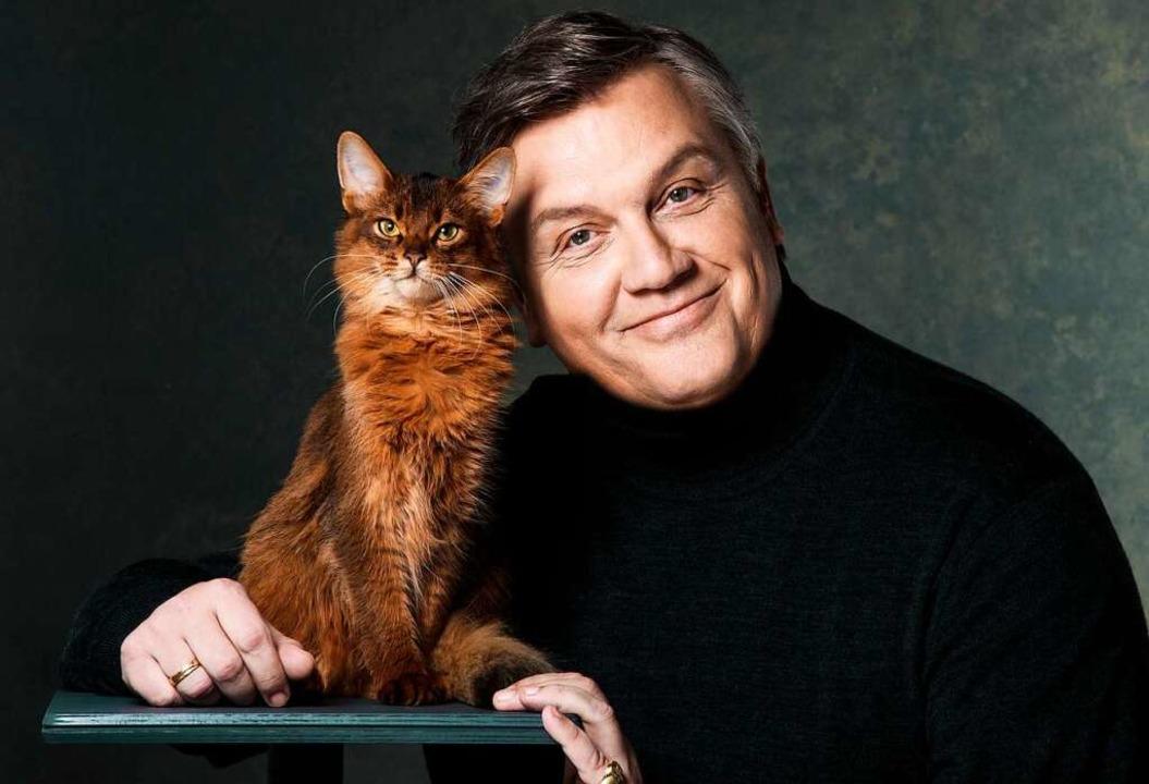 Hape Kerkeling – mit Katze.  | Foto: Susie Knoll