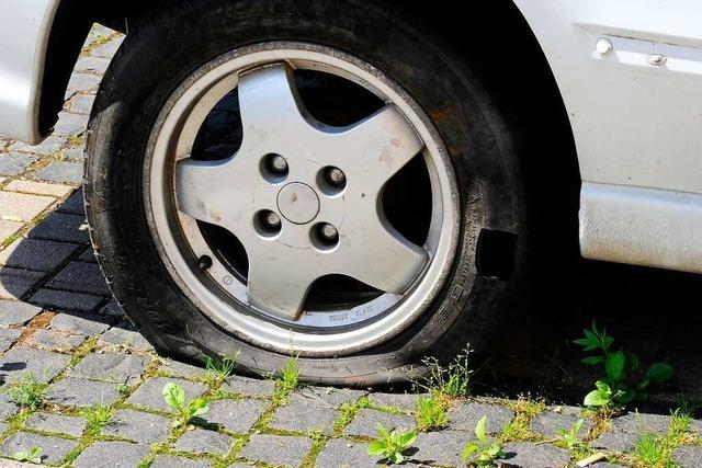 Erneut Reifen an Fahrzeugen in Herdern zerstochen