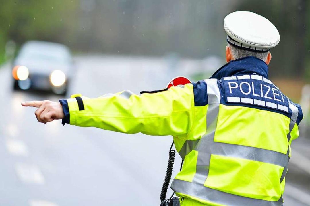 Die Polizei zeigte 20 Verkehrsteilnehmer an.  | Foto: Uwe Anspach (dpa)