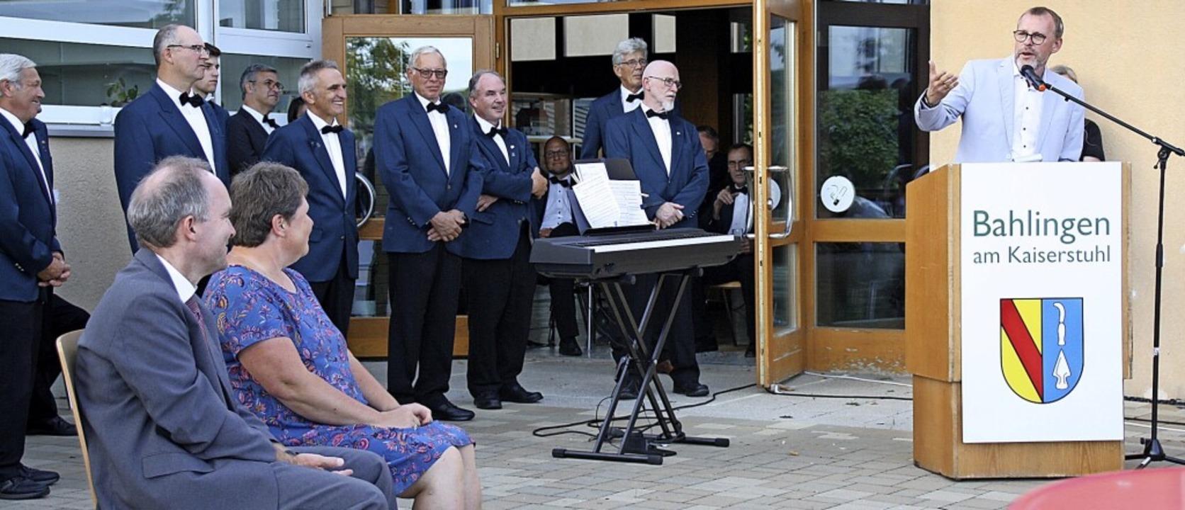 Bürgermeister Harald Lotis verabschied...as Herrmann und seine Frau Alexandra.   | Foto: Christiane Franz