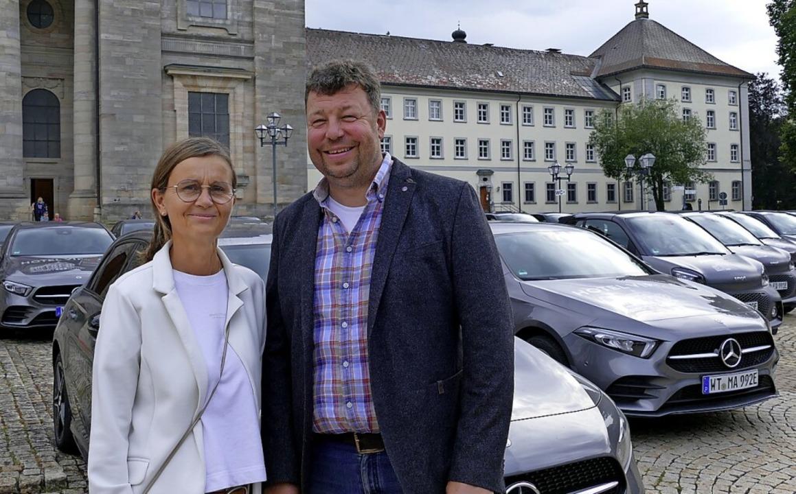 Veronika und Christian Keemss mit eine...Hotels  nach St. Blasien bringen soll.  | Foto: Susanne Filz