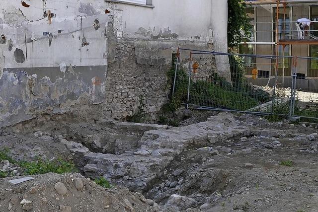 Von der Burgmauer gesichert