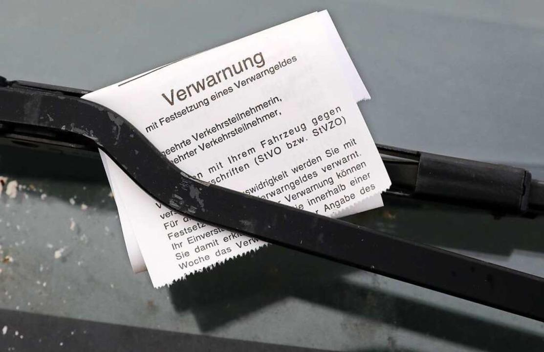 Knöllchen verteilt künftig der neue  Gemeindevollzugsdienst.  | Foto: Bernd Wüstneck (dpa)