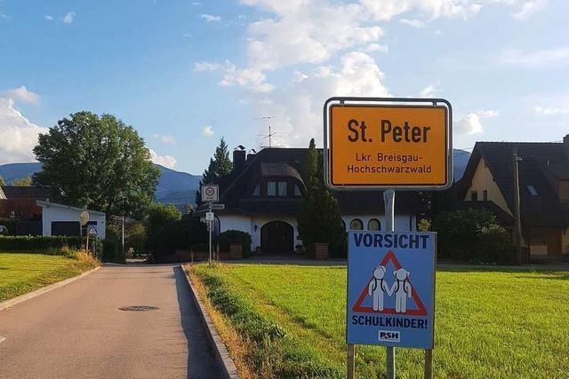 Die Ortsschilder von St. Peter und Zarten wurden vertauscht