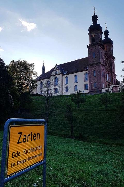 Über Nacht war die Gemeinde Kirchzarte...lötzlich am Ortseingang von St. Peter.  | Foto: Roman Cenek