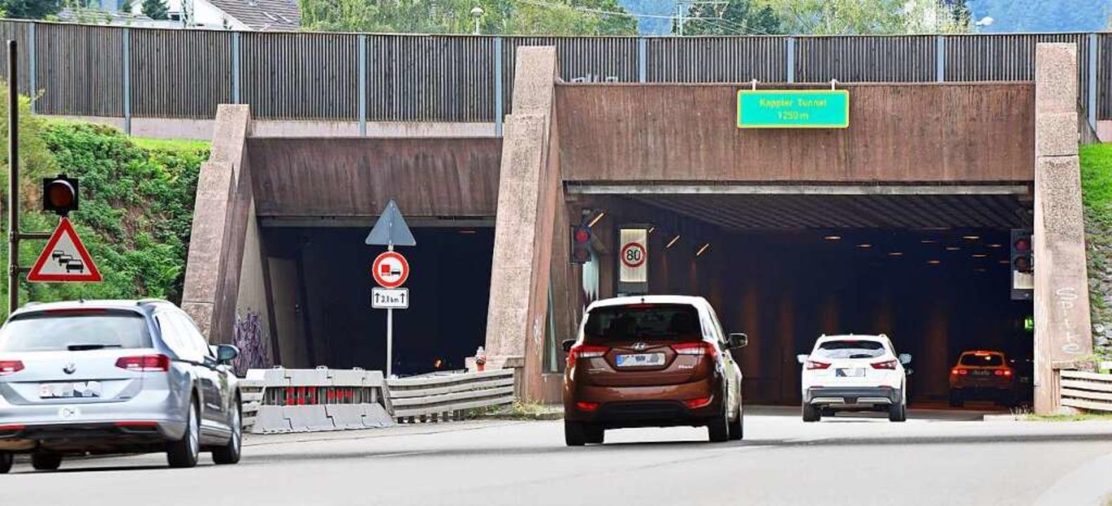 Am Mittwochmorgen mussten die neue Tunnelregelung erstmals eingesetzt werden.  | Foto: Michael Bamberger