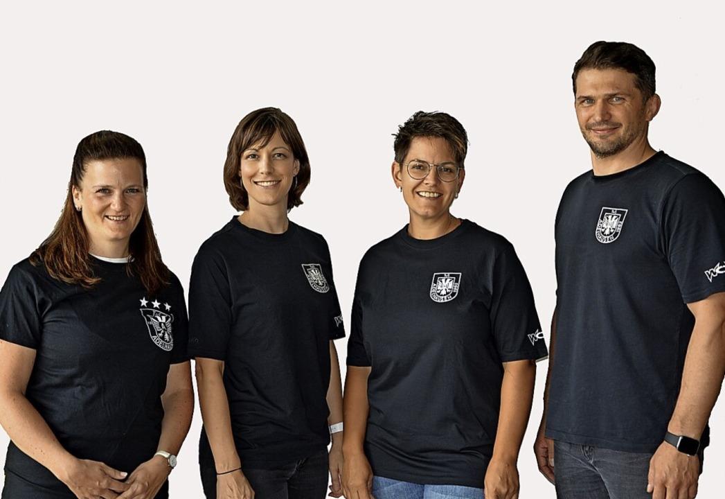 Jugendleiter Axel Asal (von rechts) un...eulin, Lisa Sütterlin und Anja Hassler    Foto: privat