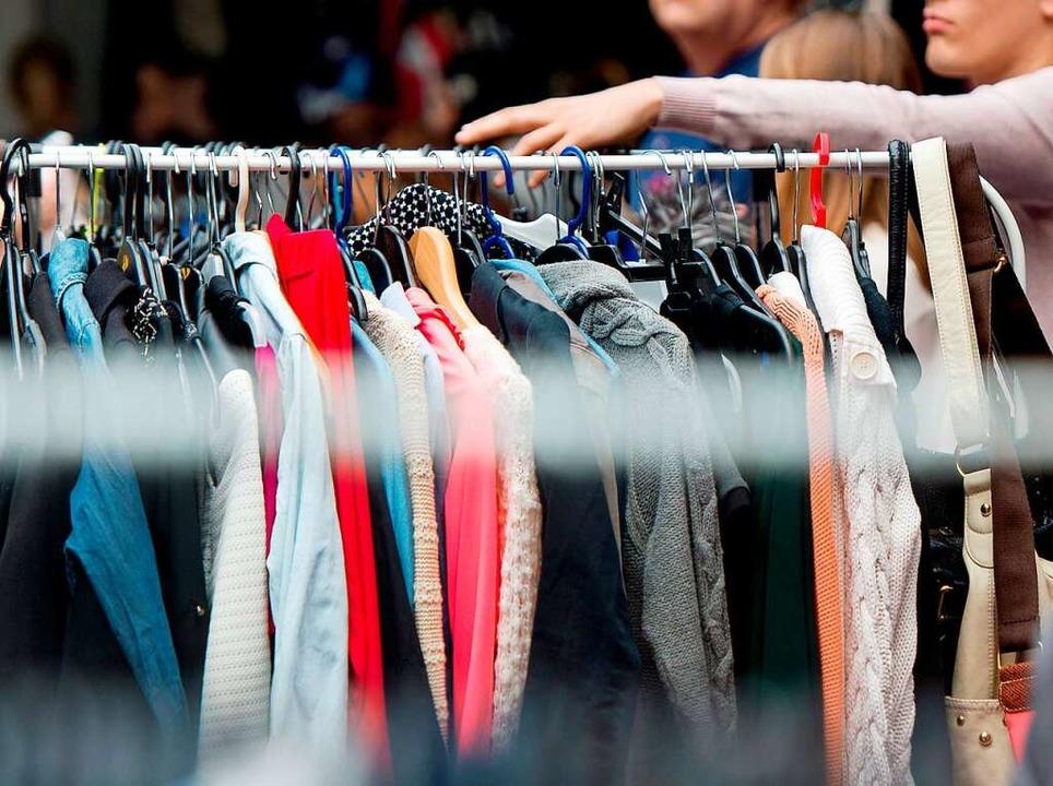 Verkauft werden in Pfaffenweiler auch ...ücke, die noch getragen werden können.  | Foto: Monika Skolimowska