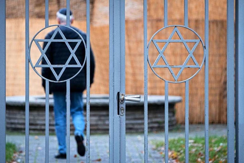 Die Untersuchung nach dem Attentat von...te eine weitere unangenehme Erfahrung.  | Foto: Peter Steffen