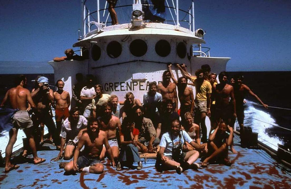 Die Greenpeace-Besatzung an Bord der &...end der Amchitka-Kampagne im Jahr 1971  | Foto: Robert Keziere (dpa)
