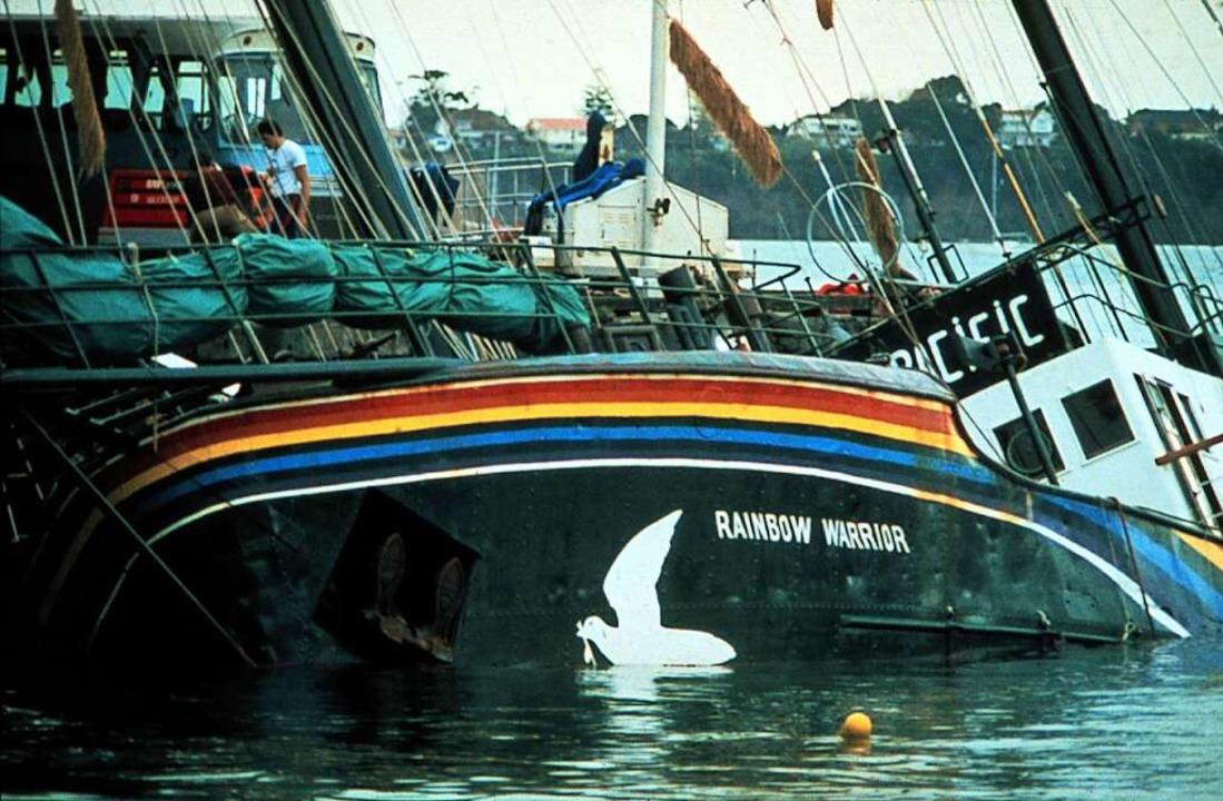 Das nach einem Sprenganschlag versenkt...n Auckland in Neuseeland im Juli 1985.  | Foto: John Miller (dpa)