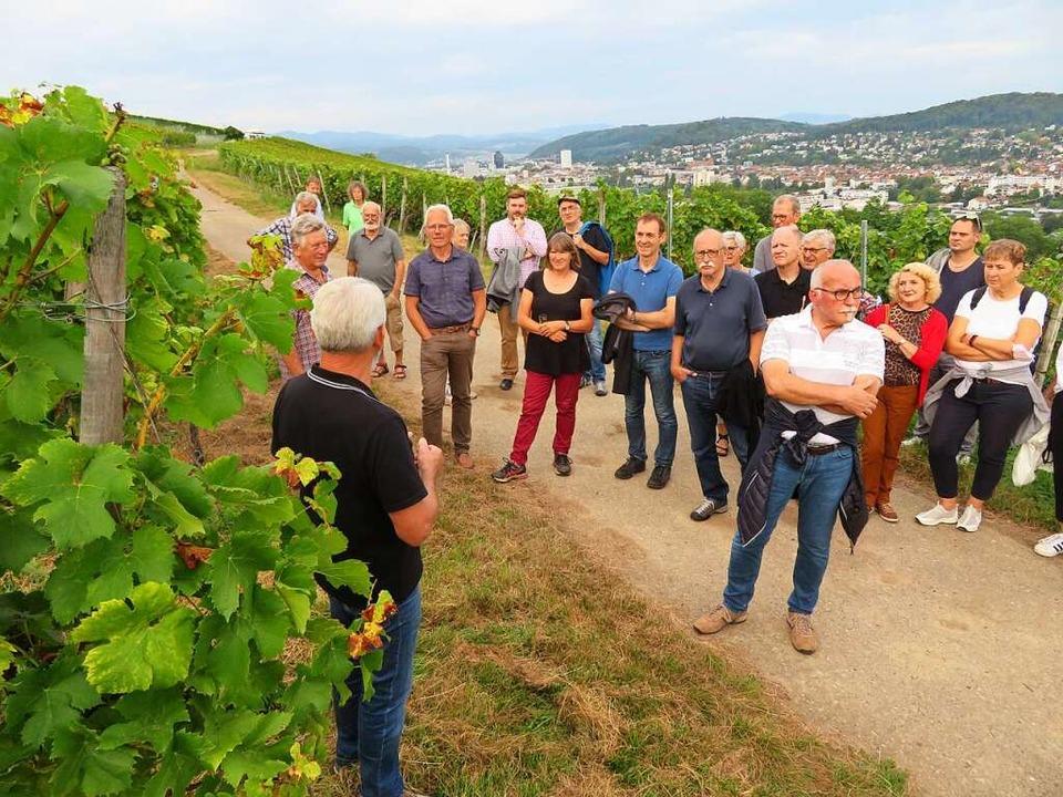 Aufmerksam verfolgten die Gäste die Au...linger Winzer-Obmanns Karlheinz Ruser.  | Foto: Peter Gerigk
