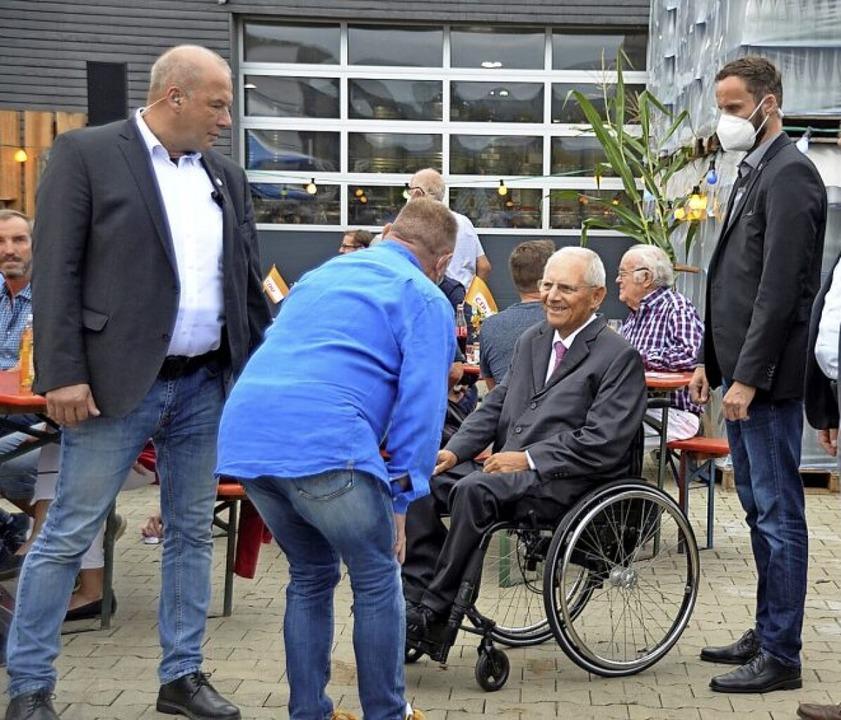 Gefragter Gesprächspartner in der alten Heimatstadt: Wolfgang Schäuble    Foto: Hubert Röderer